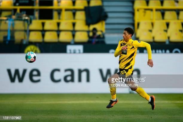 Dortmund's English midfielder Jude Bellingham runs for the ball during the German first division Bundesliga football match between Borussia Dortmund...