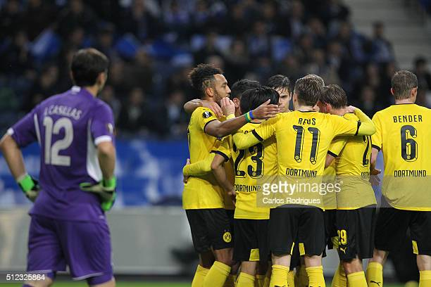 Dortmund's forward Aubameyang celebrate scoring Dortmund goal with his team mates during the Champions League match between FC Porto and Borussia...