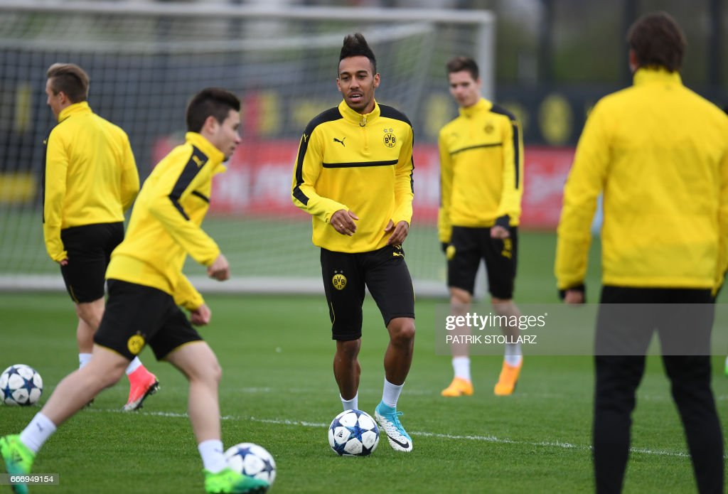 FBL-C1-EUR-DORTMUND-TRAINING : News Photo