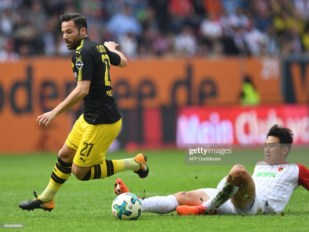 Dortmund's German midfielder Gonzalo Castro (L) and Augsburg's South Korean midfielder Koo Ja-cheol vie for the ball during the German first division Bundesliga football match between FC Augsburg and Borussia Dortmund in Augsburg, southern Germany on September 30, 2017. / AFP PHOTO / Christof