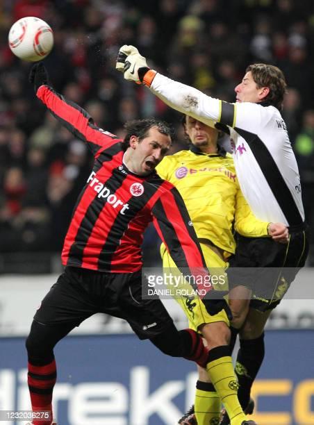 Dortmund's goalkeeper Roman Weidenfeller and Dortmund's US defender Neven Subotic vies for the ball with Frankfurt's Greek striker Theofanis Gekas...