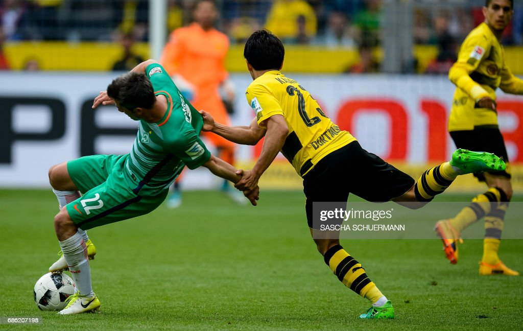 TOPSHOT - Dortmund's Japanese midfielder Shinji Kagawa and Bremen's midfielder Fin Bartels vie for the ball during the German First division Bundesliga football match between Borussia Dortmund and Werder Bremen, in Dortmund, western Germany, on May 20, 2017. /