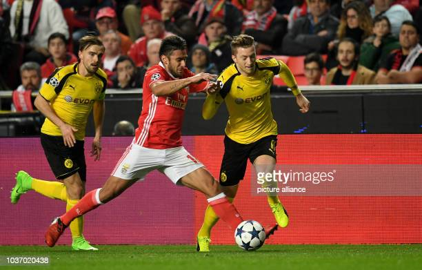 Dortmund's Marco Reus and Benfica's VEduarado 'Toto' Salvio vie for the ball during the Champions League round of sixteen soccer match between...