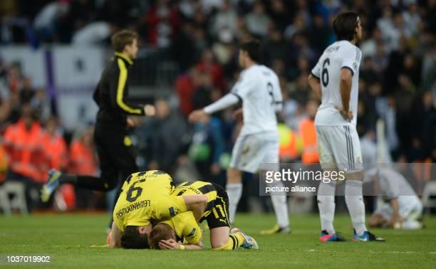 Dortmund's Marco Reus and Robert Lewandowski celebrate next to Madrid's Sami Khedira after the UEFA Champions League semi final second leg soccer...