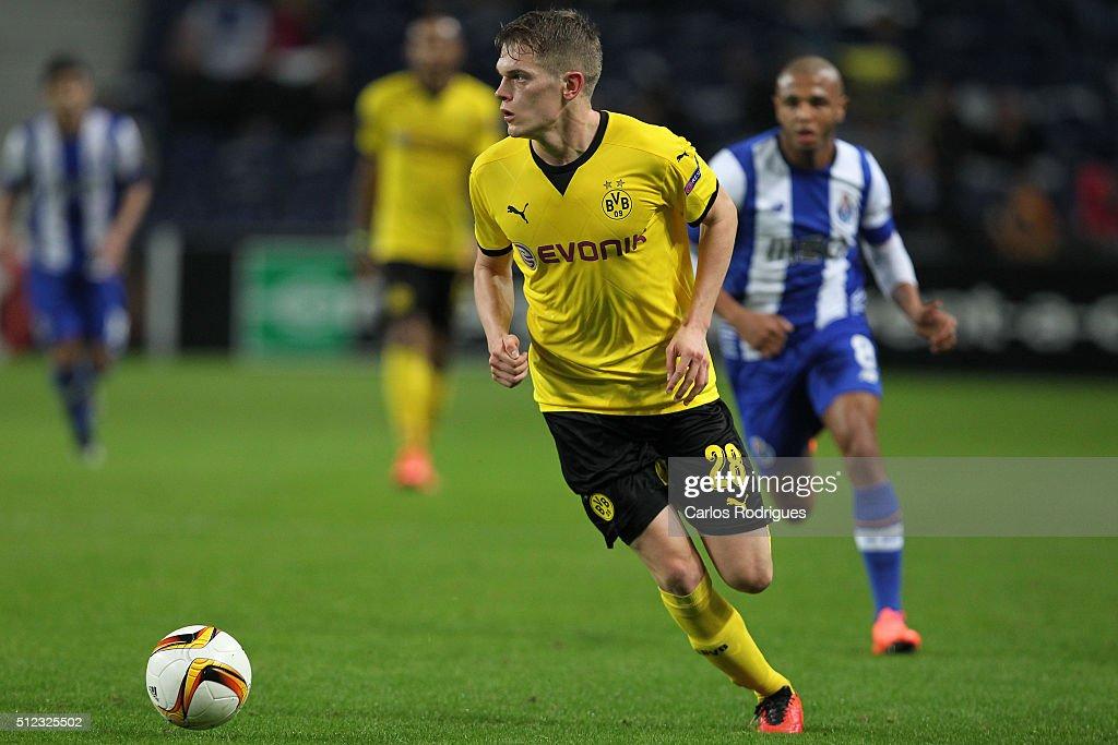 FC Porto v Borussia Dortmund - UEFA Europa League Round of 32: Second Leg : News Photo