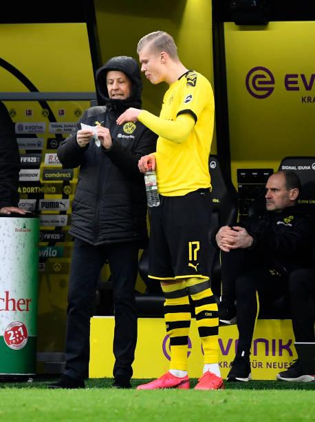 Dortmund's Norwegian forward Erling Braut Haaland listens to Swiss coach Lucien Favre during the German first division Bundesliga football match...