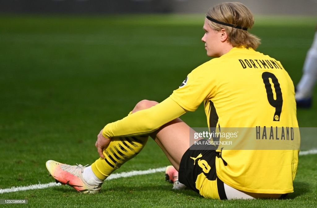FBL-GER-BUNDESLIGA-DORTMUND-FRANKFURT : News Photo