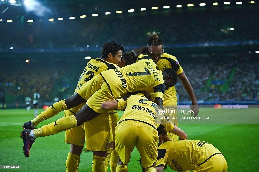 TOPSHOT - Dortmund's players celebrate after Dortmund's midfielder Julian Weigl scored during the UEFA Champions League football match Sporting CP vs BVB Borussia Dortmund at the Jose Alvalade stadium in Lisbon on October 18, 2016. / AFP / PATRICIA
