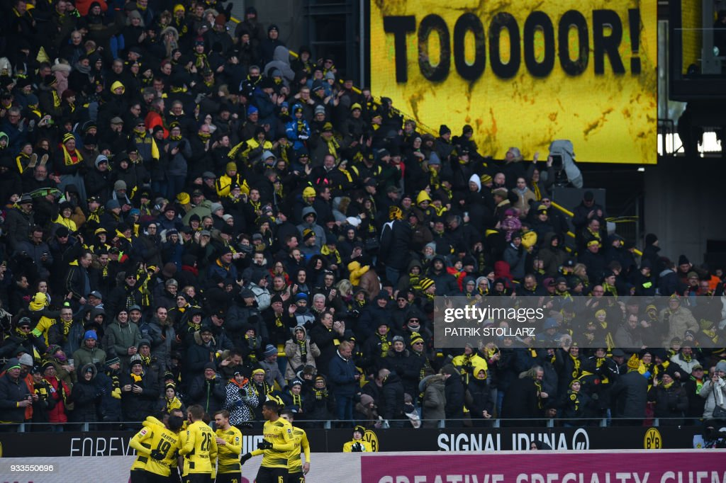 Dortmund's players celebrate their 1-0 during the German first division Bundesliga football match Borussia Dortmund vs Hannover 96 in Dortmund, western Germany, on March 18, 2018. /