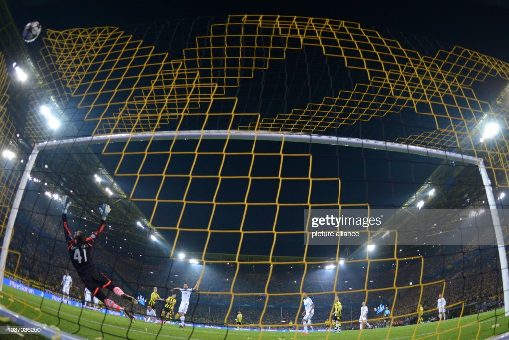 Borussia Dortmund - Real Madrid : News Photo
