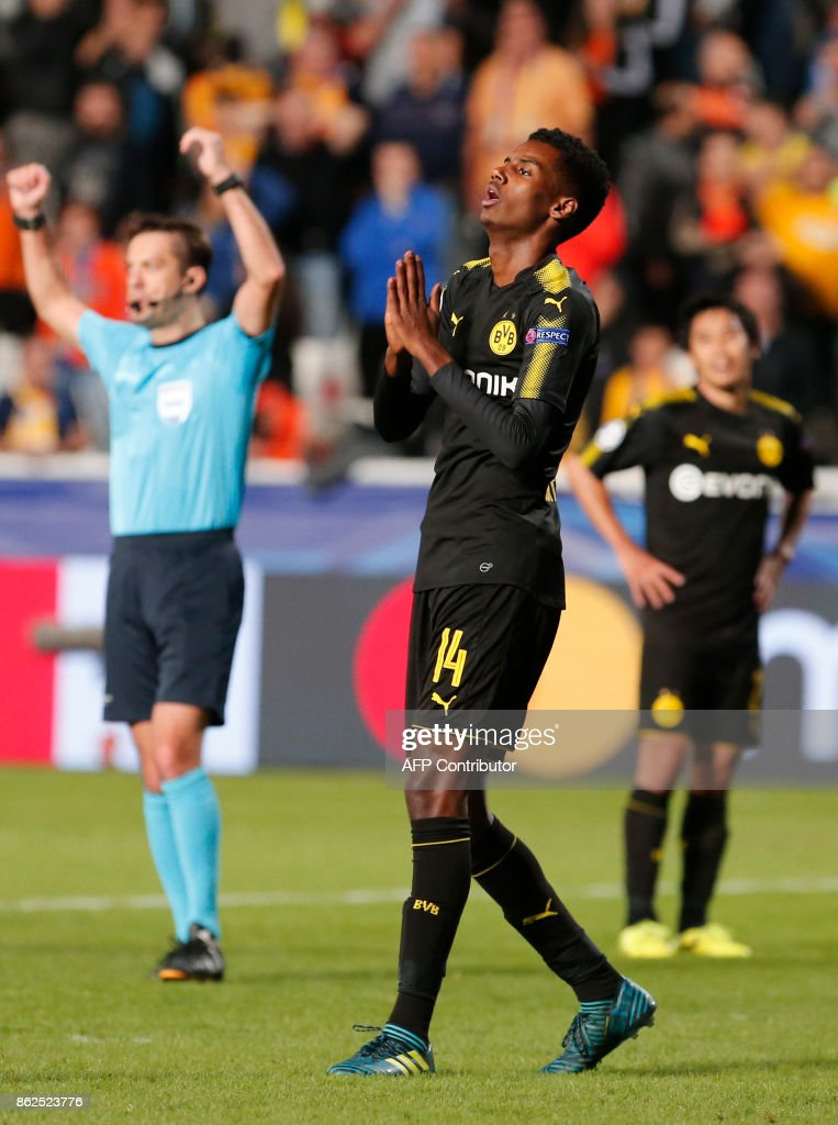 Dortmund's Swedish forward Alexander Isak reacts at the end of the UEFA Champions League football match between Apoel FC and Borussia Dortmund at the GSP Stadium in the Cypriot capital, Nicosia on October 17, 2017. / AFP PHOTO / Florian CHOBLET