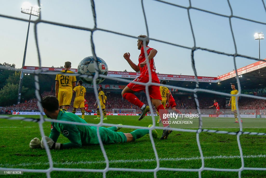 FBL-GER-BUNDESLIGA-UNION BERLIN-DORTMUND : News Photo