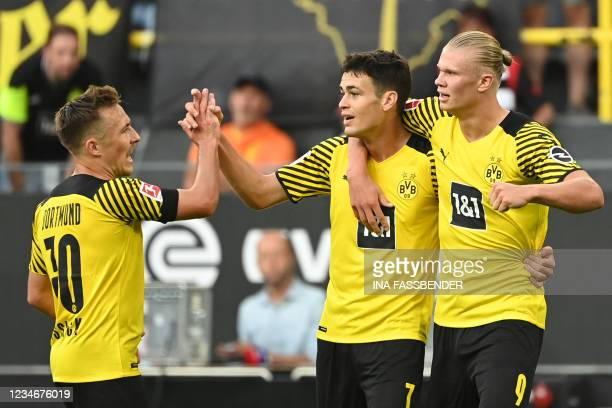 Dortmund's US midfielder Giovanni Reyna celebrates after scoring the 4-1 goal with Dortmund's Norwegian forward Erling Braut Haaland and Dortmund's...