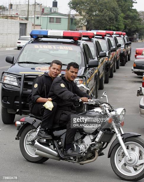 Dos agentes motorizados de la Policia Nacional Civil patrullan la Zona 6 al norte de Ciudad de Guatemala el 16 de abril de 2007 El Consejo Nacional...