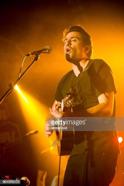 Dotan buergerlich Dotan Harpenau der niederlaendische SingerSongwriter live beim Reeperbahnfestival 2015 Konzert beim Musikfestival in den Clubs um...