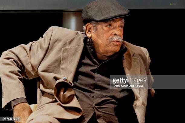 Édouard Glissant écrivain poète et essayiste français d'origine martiniquaise lauréat du prix Renaudot 1958 lors du Salon du Livre à Paris en France...