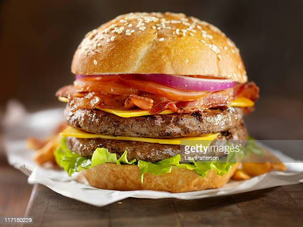 double bacon cheeseburger - cheeseburger stock pictures, royalty-free photos & images