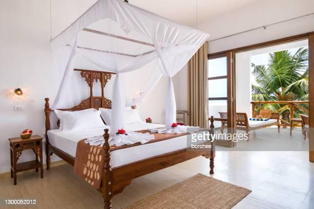 habitación doble con balcón - exotismo fotografías e imágenes de stock