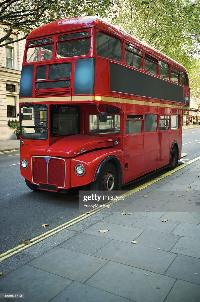 double decker roten routemasterbus london street stock foto getty images. Black Bedroom Furniture Sets. Home Design Ideas