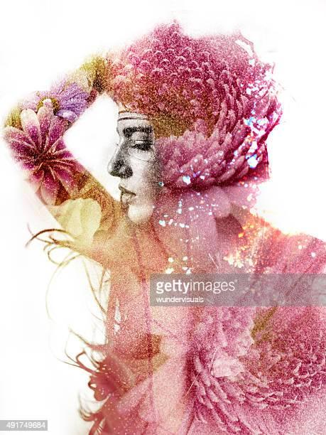Doble de la exposición de una mujer de silueta equipada con dahlia flores