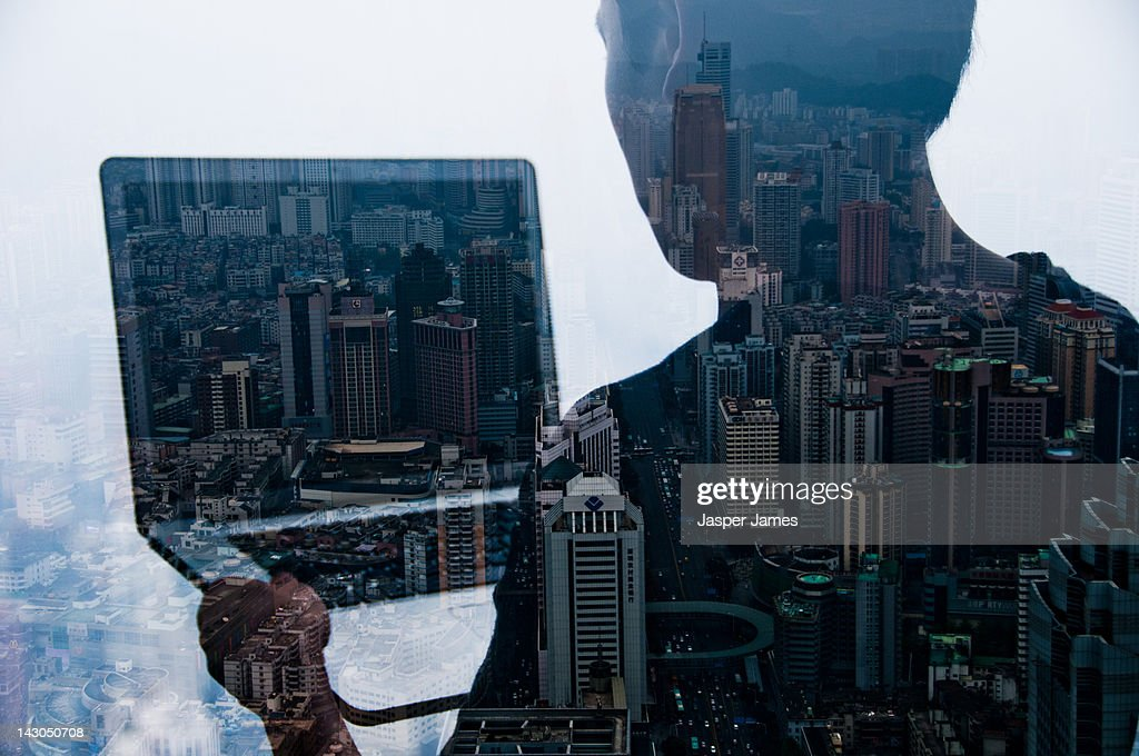 double exposure of man and cityscape : Stockfoto