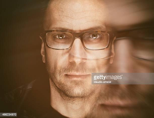 Double exposition portrait d'homme