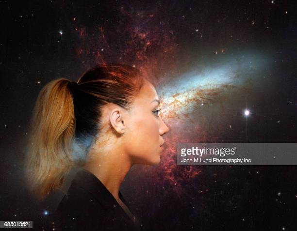 double exposure of profile of mixed race businesswoman in starry sky - espiritualidade - fotografias e filmes do acervo