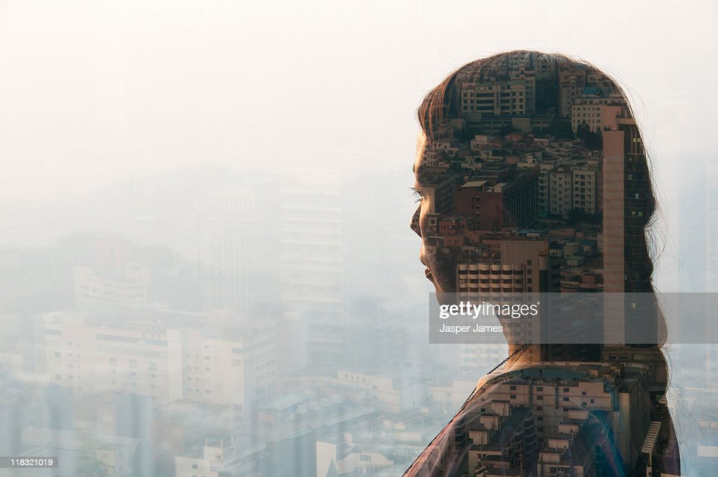 double exposure of woman and cityscape : Stockfoto