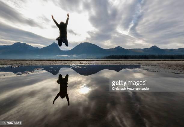 double jump - symmetrie stock-fotos und bilder