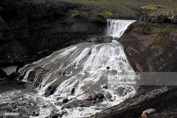 double waterfall - fimmvorduhals volcano stockfoto's en -beelden