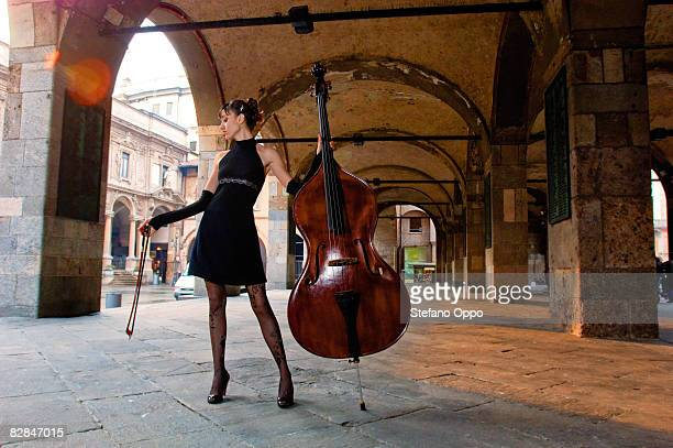Double-bass female player