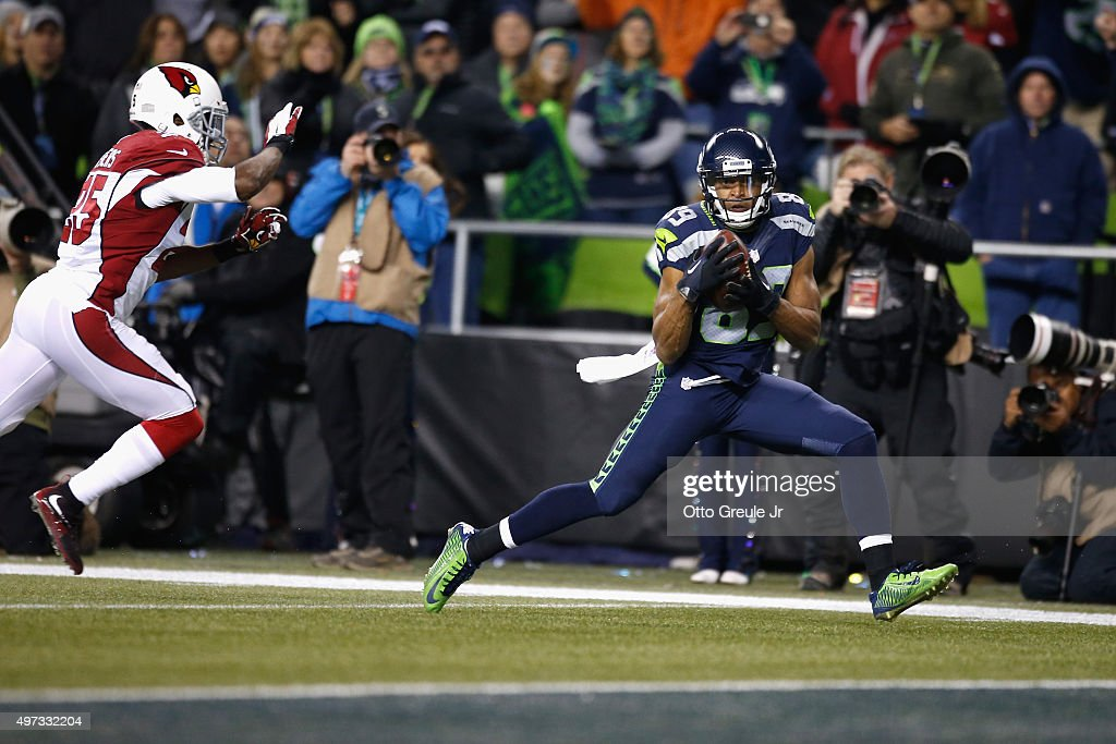 Doug Baldwin #89 of the Seattle Seahawks catches a touchdown pass during the third quarter against the Arizona Cardinals at CenturyLink Field on November 15, 2015 in Seattle, Washington.