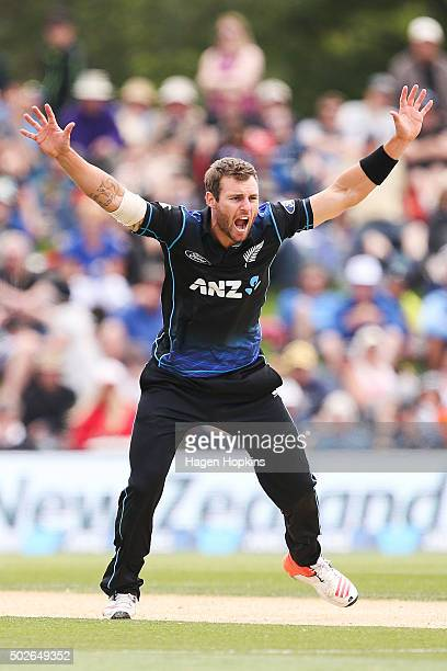 Doug Bracewell of New Zealand makes an appeal during the second One Day International game between New Zealand and Sri Lanka at Hagley Oval on...