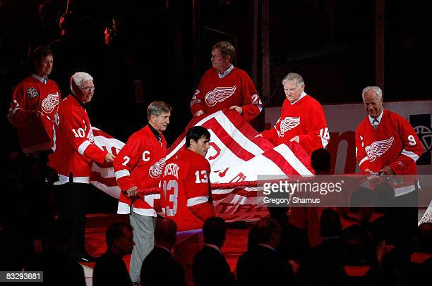 Doug Brown Alex Delvecchio Ted Lindsay Dennis Hextall Johnny Wilson and Gordie Howe of the Detroit Red Wings carry out the 20072008 Stanley Cup...