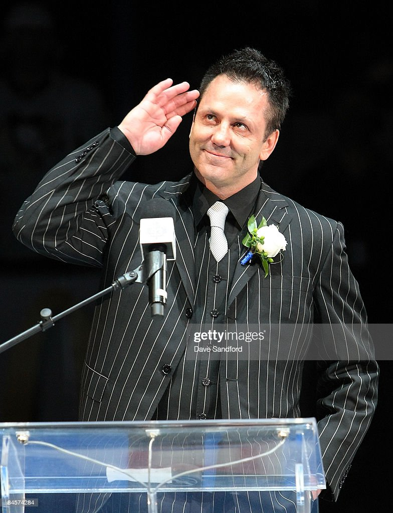 Doug Gilmour salutes the crowd as his #93 is raised to the rafters prior to the Toronto Maple Leafs taking on the Pittsburgh Penguins during their NHL game at the Air Canada Centre January 31, 2009 in Toronto, Canada.