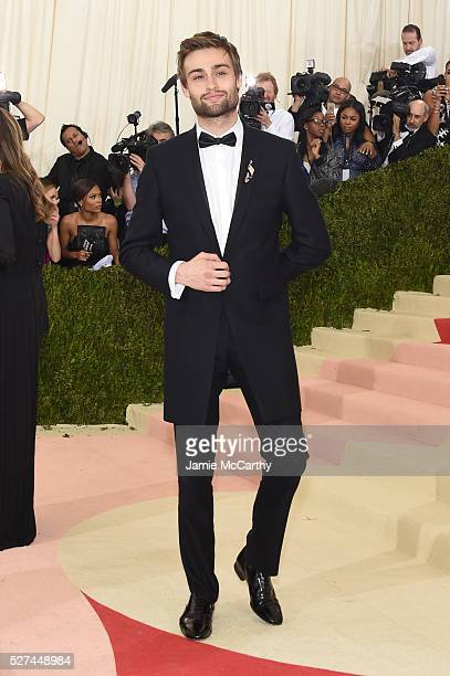 Douglas Booth attends the 'Manus x Machina Fashion In An Age Of Technology' Costume Institute Gala at Metropolitan Museum of Art on May 2 2016 in New...