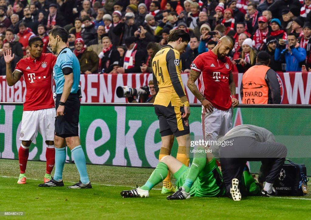UEFA CL 1/8 Finale Bayern Muenchen gegen FC Arsenal : News Photo