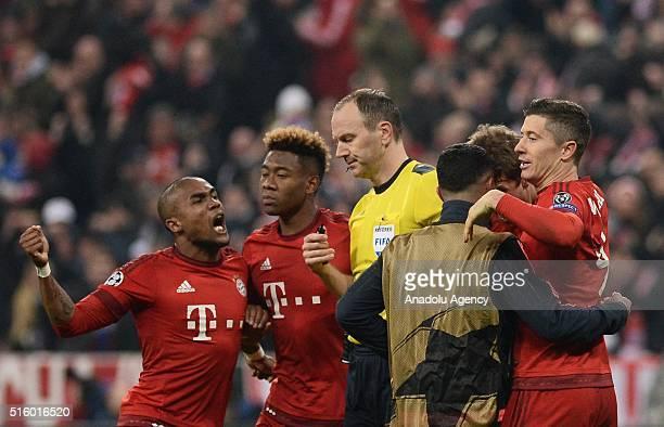 Douglas Costa David Alaba Thiago and Robert Lewandowski of Bayern Munich celebrate scoring a goal during the UEFA Champions League round of 16 second...