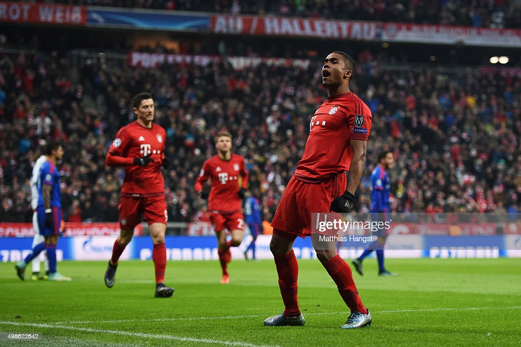 FC Bayern Munchen v Olympiacos FC - UEFA Champions League : Foto jornalística
