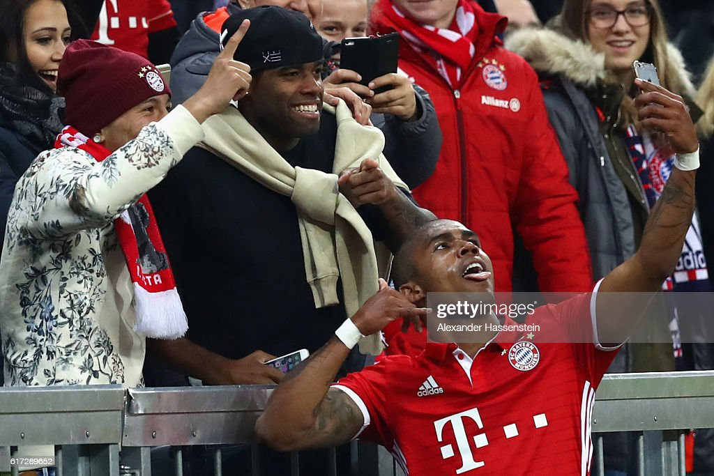Douglas Costa of Bayern Muenchen celebrates with a selfie after he scores his team's 2nd goal during the Bundesliga match between Bayern Muenchen and Borussia Moenchengladbach at Allianz Arena on October 22, 2016 in Munich, Germany.