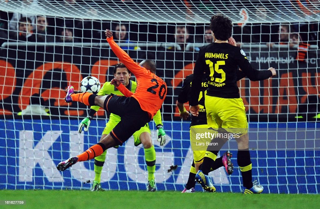Douglas Costa of Donetsk scores his teams second goal during the UEFA Champions League Round of 16 first leg match between Shakhtar Donetsk and Borussia Dortmund at Donbass Arena on February 13, 2013 in Donetsk, Ukraine.