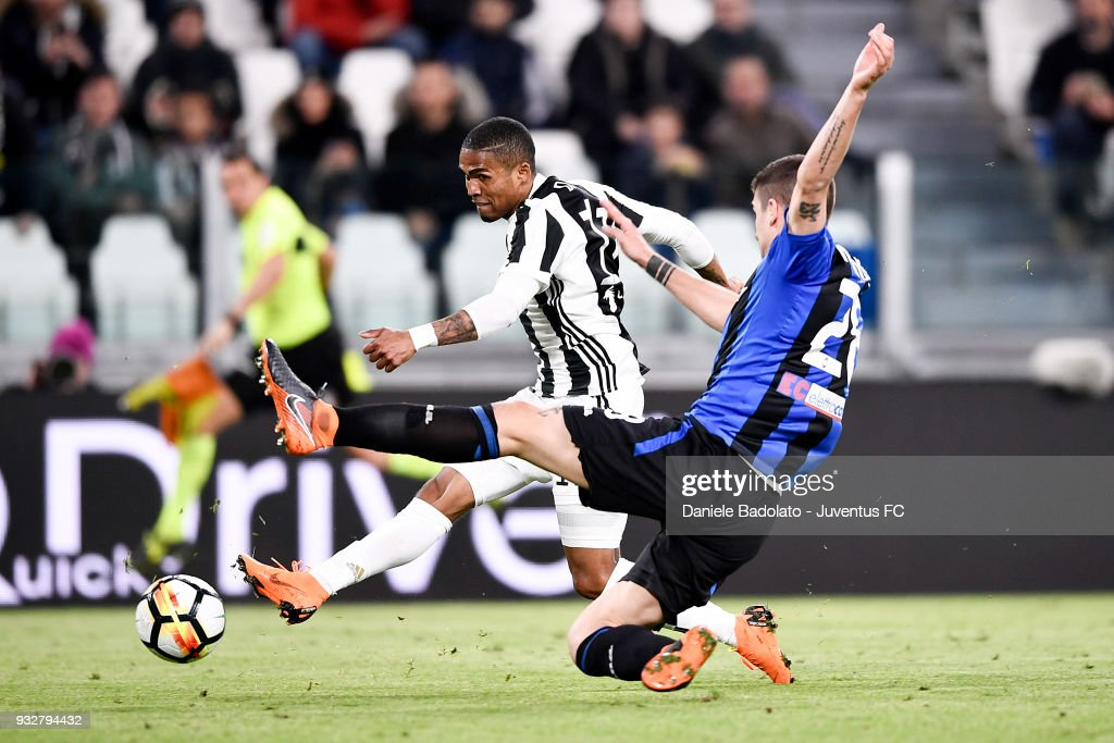 Douglas Costa of Juventus during the serie A match between Juventus and Atalanta BC on March 14, 2018 in Turin, Italy.