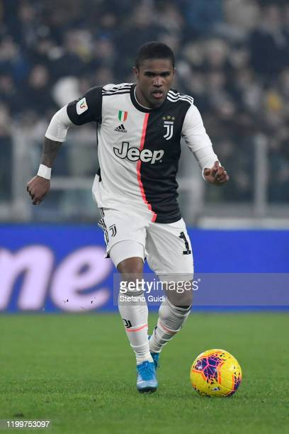 Douglas Costa of Juventus FC controles the ball during the Coppa Italia match between Juventus and Udinese Calcio at Allianz Stadium on January 15...