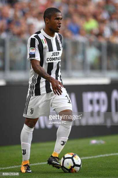Douglas Costa of Juventus in action during the Serie A match between Juventus and Cagliari Calcio at Allianz Stadium on August 19 2017 in Turin Italy