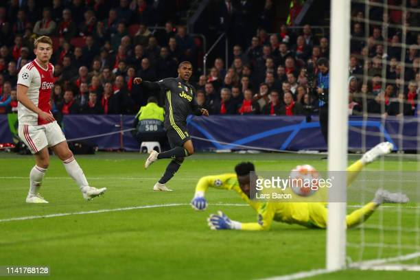 Douglas Costa of Juventus shoots and hits the post during the UEFA Champions League Quarter Final first leg match between Ajax and Juventus at Johan...