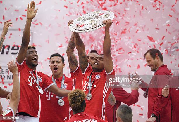 Douglas Costa of Muenchen lifts the Meisterschale as players and staffs celebrate the Bundesliga championship after the Bundesliga match between FC...
