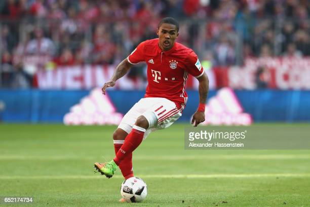 Douglas Costa of Muenchen runs with the ball during the Bundesliga match between Bayern Muenchen and Eintracht Frankfurt at Allianz Arena on March 11...