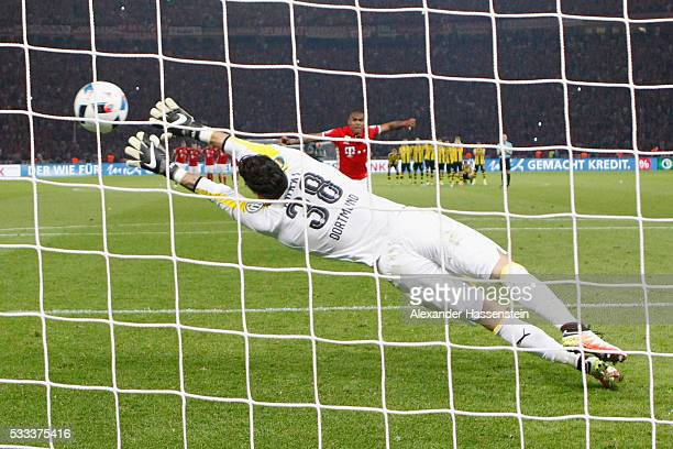 Douglas Costa of Muenchen scores the deciding penalty past goal keeper Roman Buerki of Dortmund during the DFB Cup Final 2016 between Bayern Muenchen...