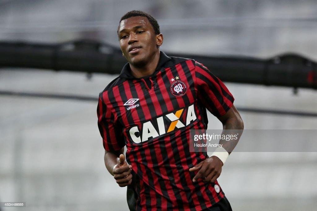 Atletico PR v Botafogo - Brasileirao Series A 2014 : News Photo