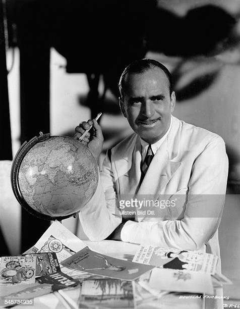 """Douglas Fairbanks *23.05.1883 -+Actor and producer, USAin the movie """"Around the World in 80 Minutes""""- 1932"""